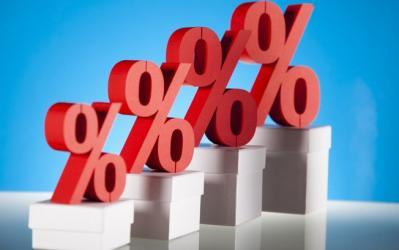 Mesmo com queda da Selic, bancos sobem juros para empresas, diz estudo